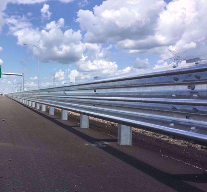 图片 GT W3-4.15mm 镀锌三波波纹板高速公路护栏板