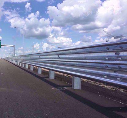 图片 GT W3-4.0mm 镀锌三波波纹板高速公路护栏板
